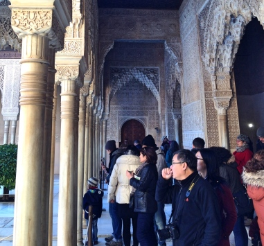 Alhambra_Tourists