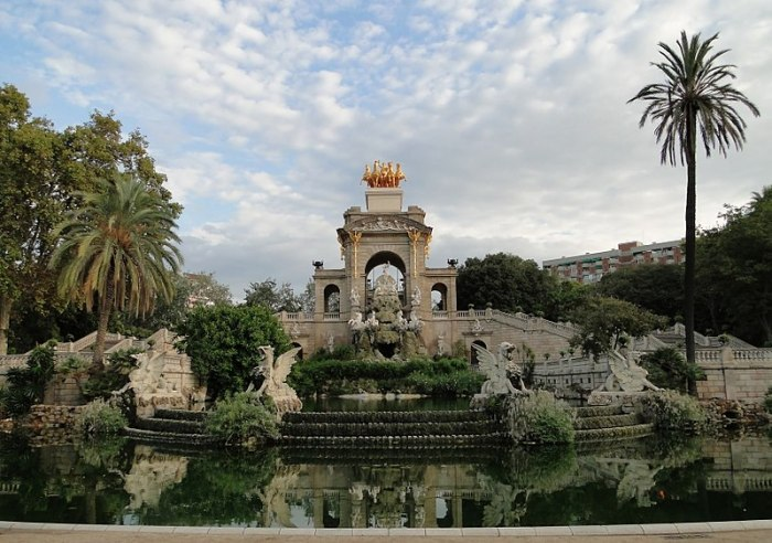800px-Ciutadella_Park_fountain_Bernard Gagnon
