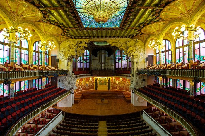 800px-Palau_de_la_Música_Catalana,_the_Catalan_Concert_Hall