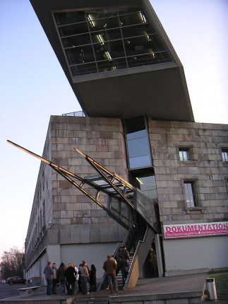 800px-Reichsparteitagsgelaende_Kongresshalle_Doku_48