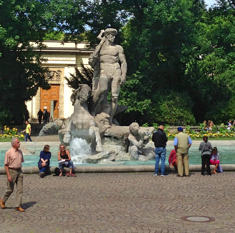 Munich_fountain1