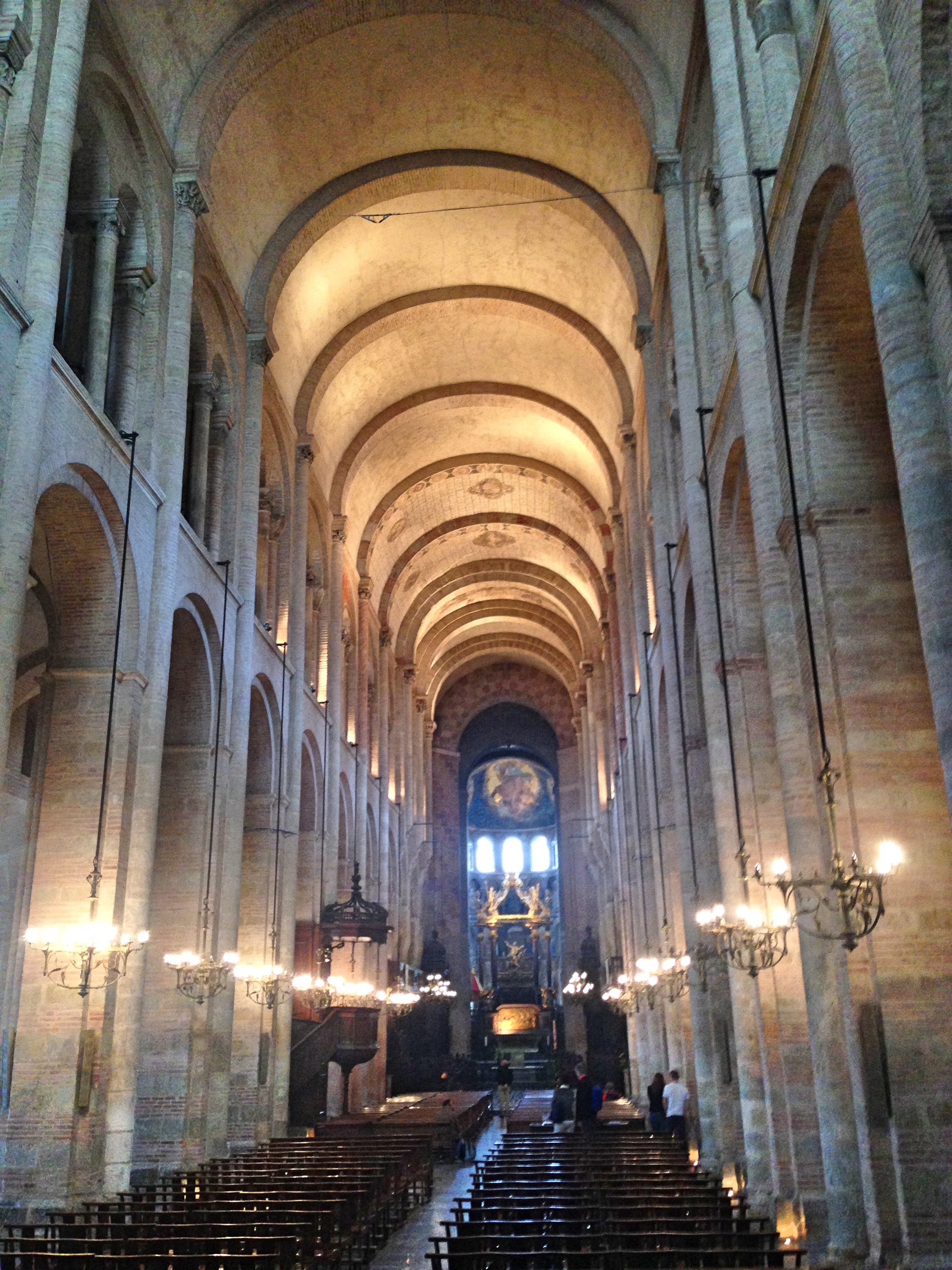 Toulouse_basilicainside