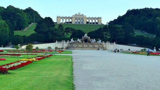 Schonbrunn_gloriette