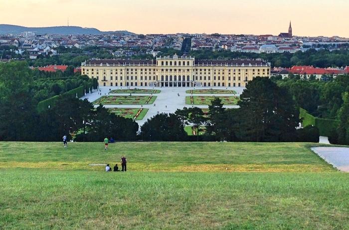 Schonbrunn_view