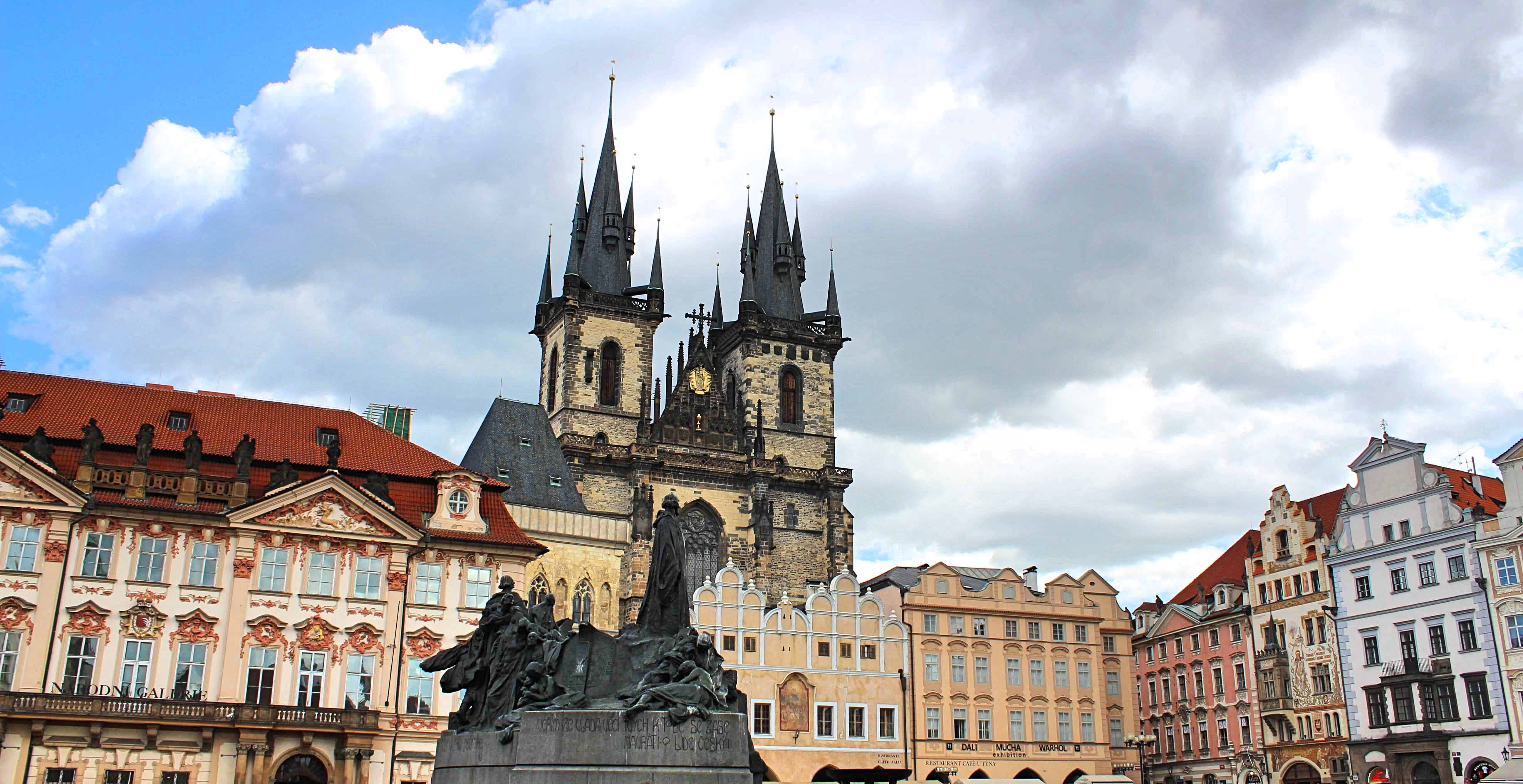 Prague_Oldtownsquare